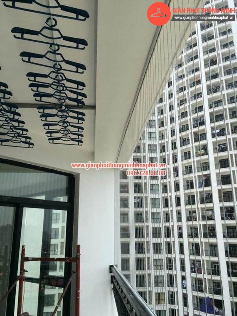 Nhà anh Mạnh lắp giàn phơi thông minh phòng 826 tòa nhà R2A Royal City 06