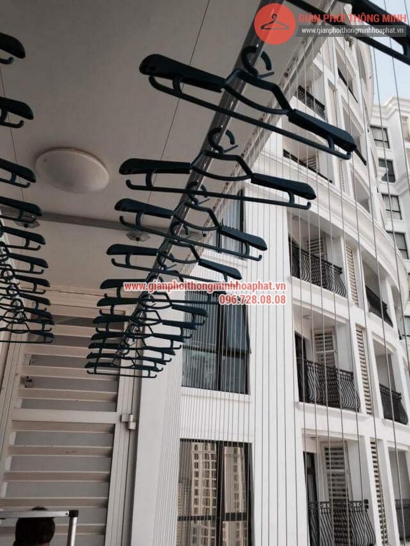 Giàn phơi thông minh nhà Nguyên phòng 2724 R1B Royal City 05