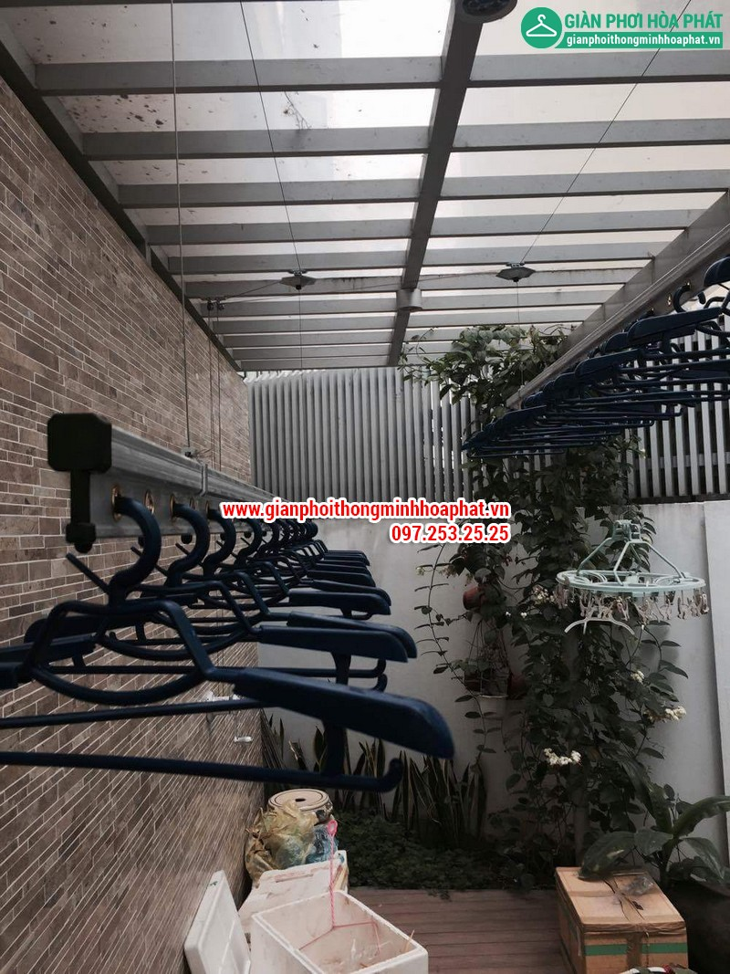 Nhà chi Thanh lắp giàn phơi thông minh nhà B4 TT4 khu nhà ở Quốc Hội 09