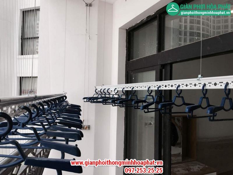 Lắp giàn phơi thông minh nhà chị Linh P2806 tòa R2B Royal City 07