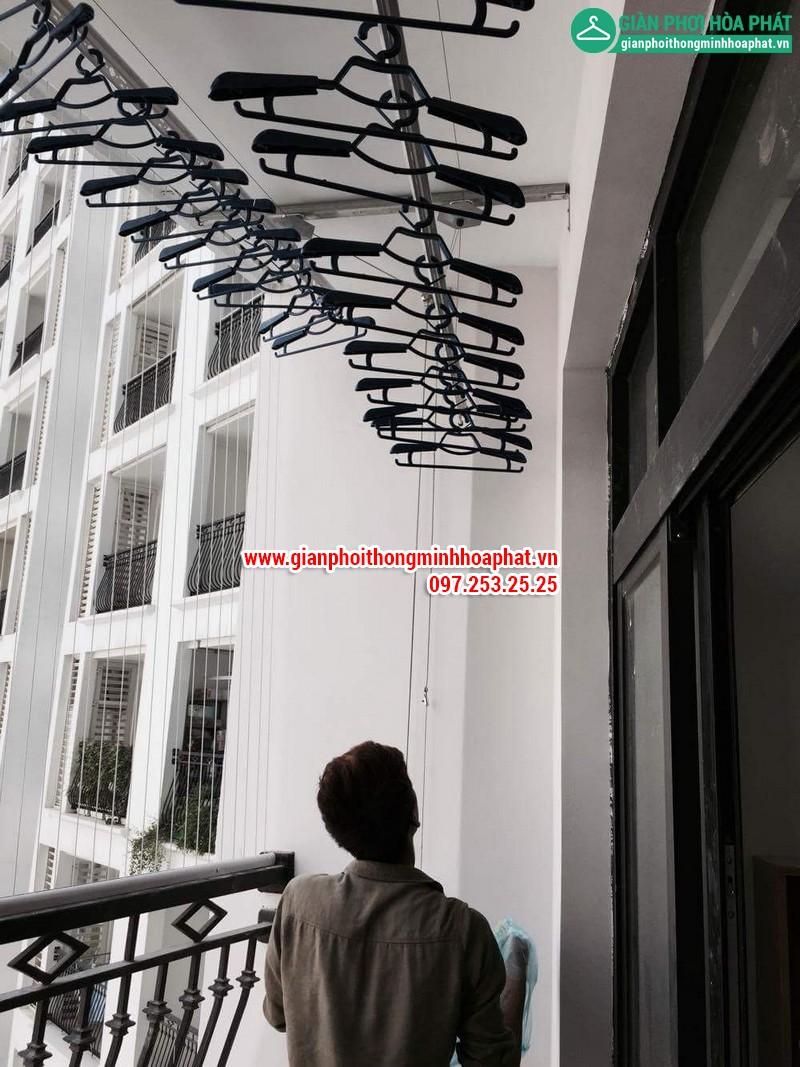 Lắp giàn phơi thông minh nhà chị Linh P2806 tòa R2B Royal City 12
