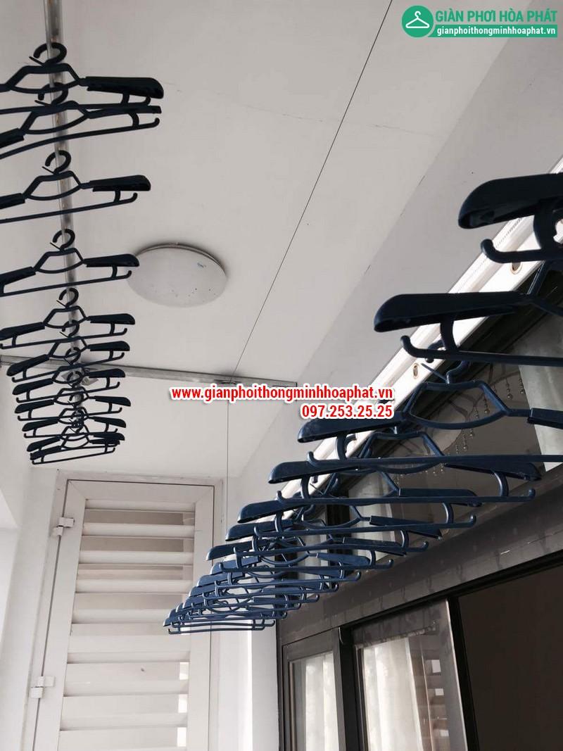 Lắp giàn phơi thông minh nhà chị Linh P2806 tòa R2B Royal City 13