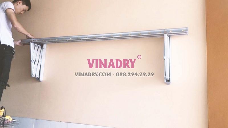 giàn phơi gắn tường có thể kéo ra, xếp gọn vào tường khá tiện dụng