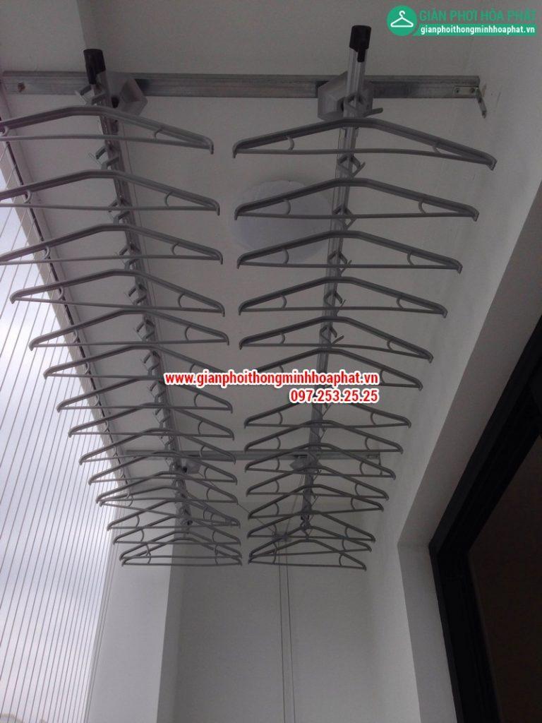giàn phơi và lưới an toàn ban công lắp tại nhà cô Hải, Times City- 02
