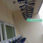Lắp kết hợp giàn phơi thông minh và lưới an toàn ban công nhà chị Nga P.502, toà CT1B, Nam Đô