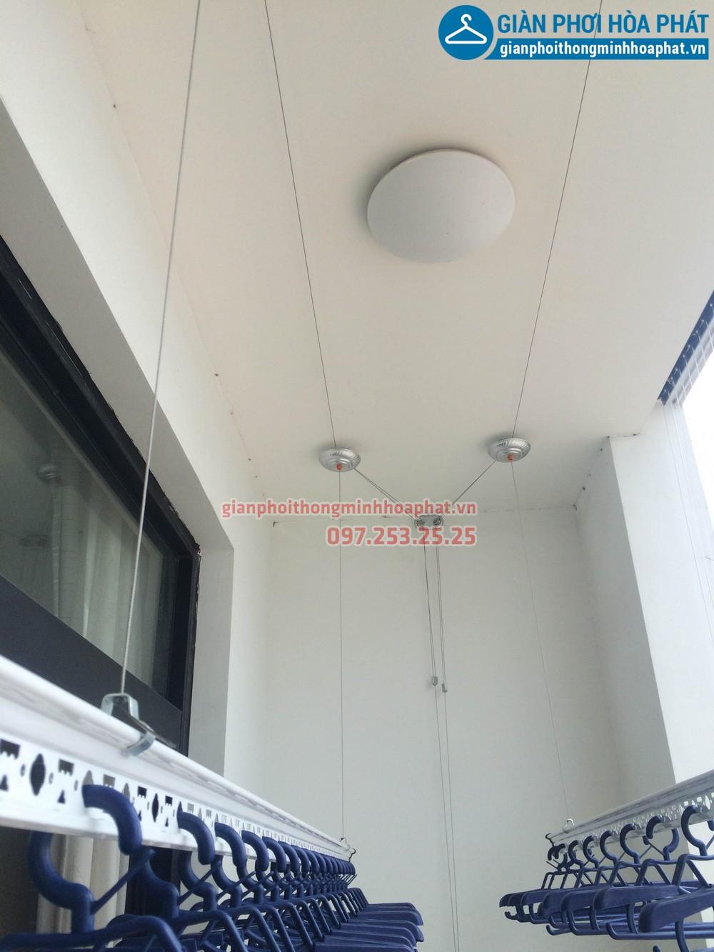 Chị Kỳ lắp giàn phơi thông minh và lưới bảo vệ nhà R4-1206 Royal city 01