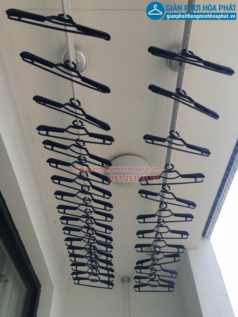 Chị Kỳ lắp giàn phơi thông minh và lưới bảo vệ nhà R4-1206 Royal city 05