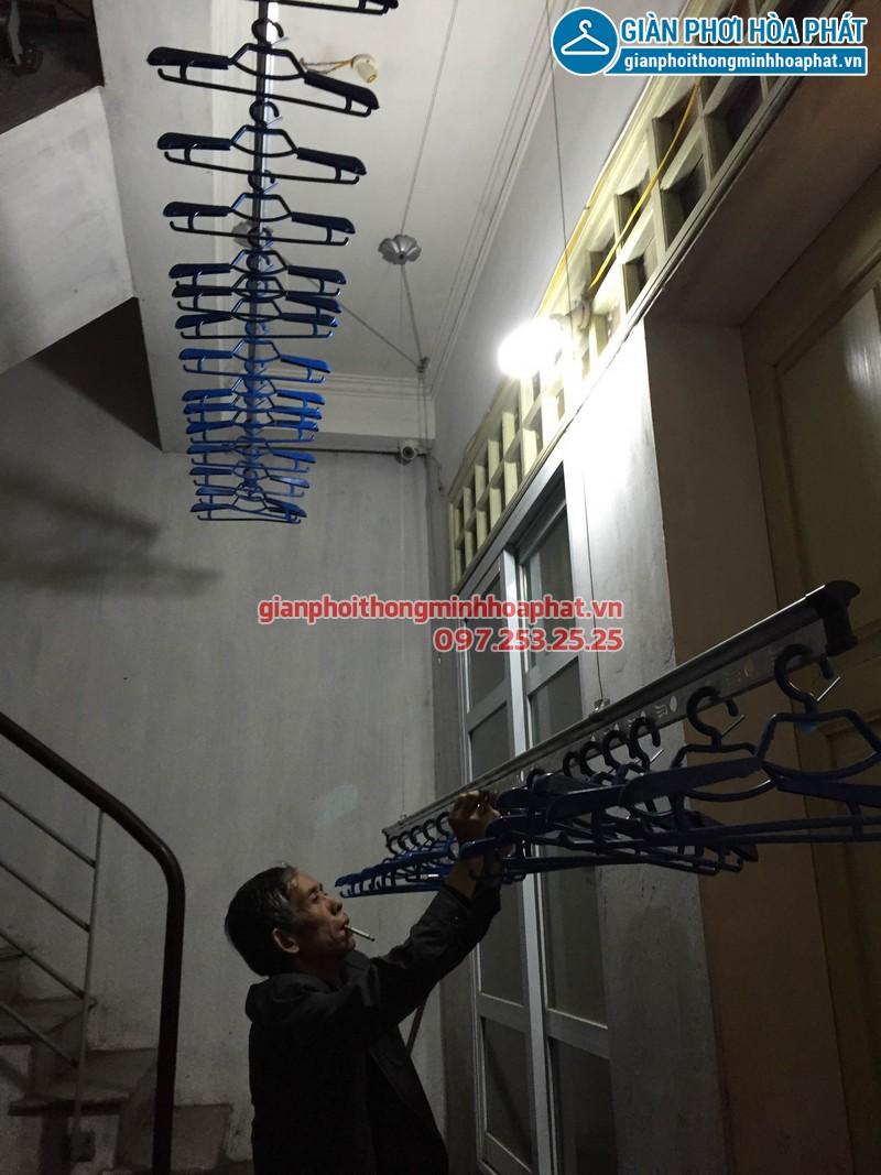 Lắp giàn phơi Hòa Phát phố Minh Khai 05