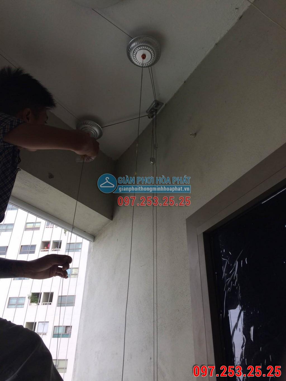 Nhà anh Tuấn lắp giàn phơi thông minh P914 tòa B chung cư Sông Nhuệ 04