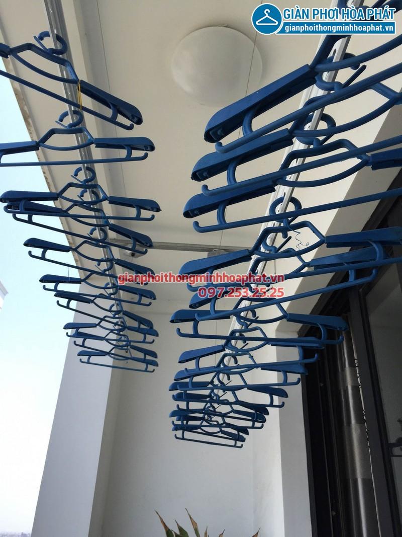 Nhà chị Hoa Park Hill lắp giàn phơi thông minh phòng 1112 tòa Park 3 - 01