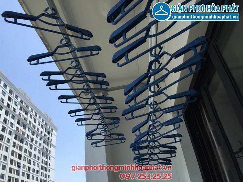 Nhà chị Hoa Park Hill lắp giàn phơi thông minh phòng 1112 tòa Park 3 - 02