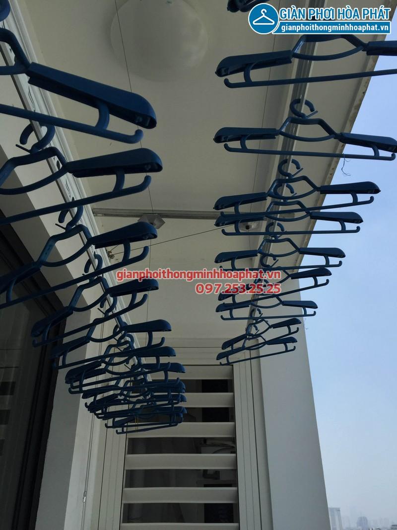 Nhà chị Hoa Park Hill lắp giàn phơi thông minh phòng 1112 tòa Park 3 - 03