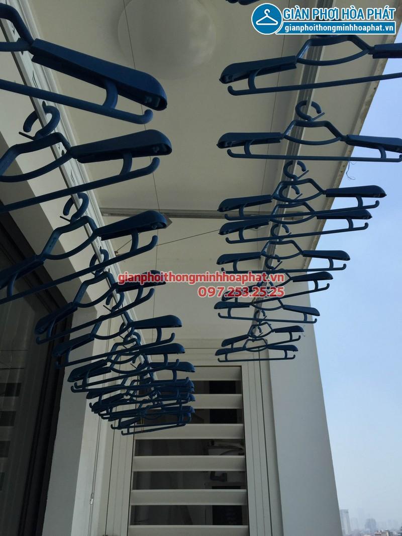 Nhà chị Hoa Park Hill lắp giàn phơi thông minh phòng 1112 tòa Park 3 - 04