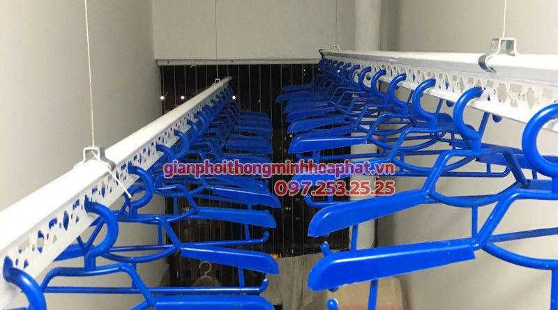 Lắp đặt giàn phơi Hòa Phát nhà chị Hương, P10-A10, tòa Golden West Lê Văn Thiêm