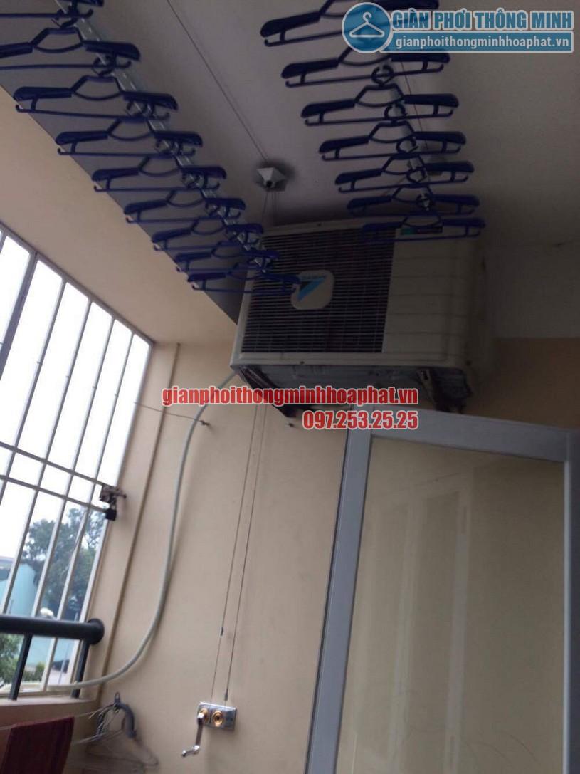 Lắp đặt giàn phơi ở ban công có cục nóng điều hòa nhà chị Thương P306 toà 10A KĐT Sài Đồng-01