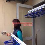 Lắp đặt giàn phơi ở ban công có cục nóng điều hòa nhà chị Thương P306 toà 10A KĐT Sài Đồng