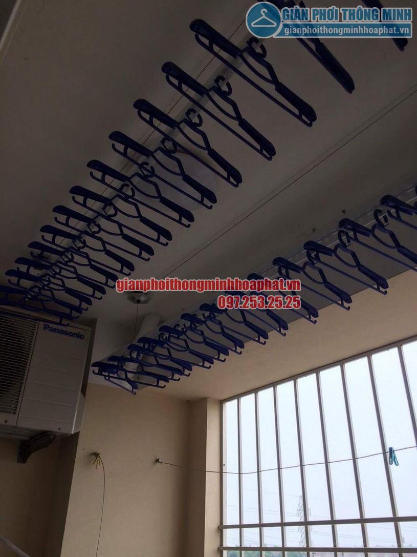 Lắp đặt giàn phơi ở ban công có cục nóng điều hòa nhà chị Thương P306 toà 10A KĐT Sài Đồng-02
