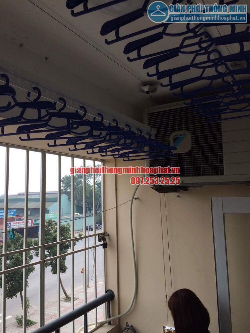 Lắp đặt giàn phơi ở ban công có cục nóng điều hòa nhà chị Thương P306 toà 10A KĐT Sài Đồng-05