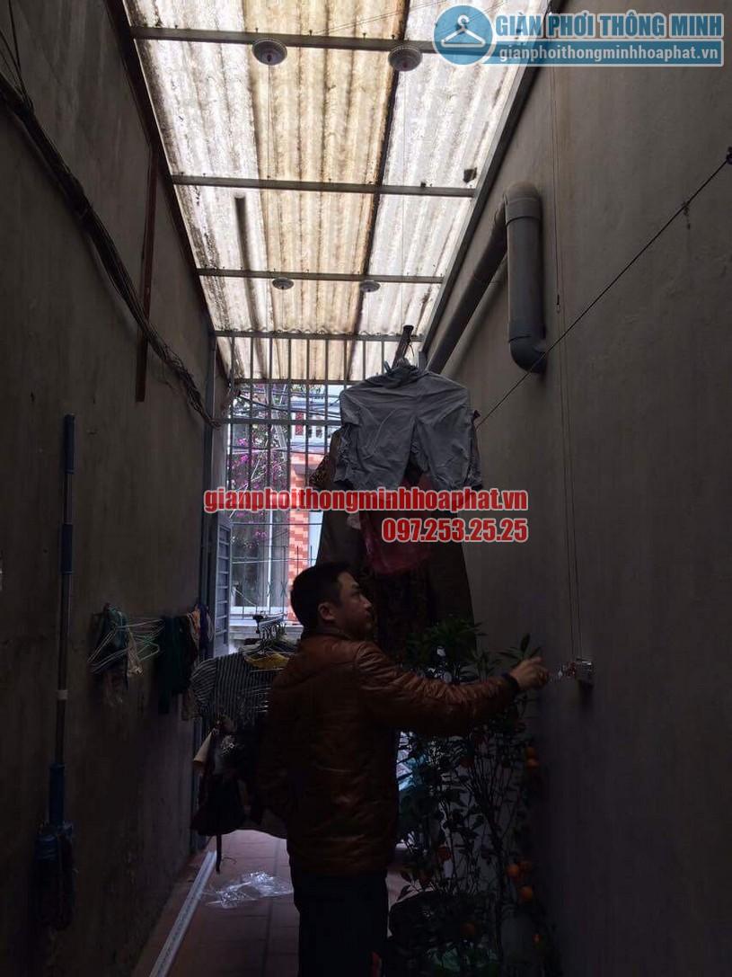 Sau khi lắp đặt hoàn thiện anh Khanh đang dùng thử bộ giàn phơi HP999B-01