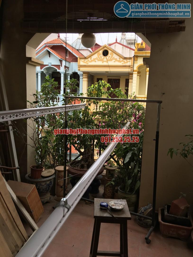 Lăp giàn phơi thông minh nhà anh Hùng trên nền mái bê tông vát -05