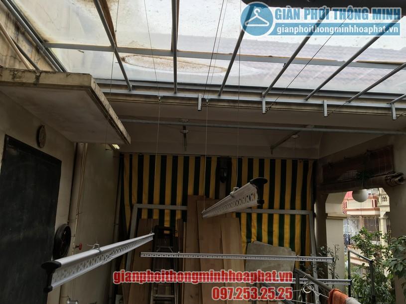 Không gian phơi nhà anh Hùng trên nền mái thép kính khi lắp giàn phơi-01