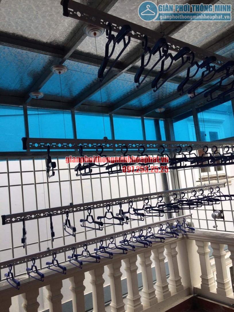 Lắp đặt giàn phơi thông minh trần mái tôn nhà cô Hồng khu biệt thự Văn Quán, Hà Đông-01