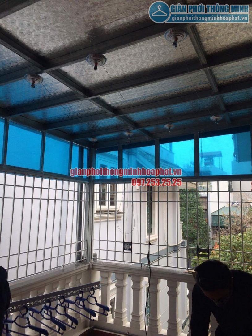 Lắp đặt giàn phơi thông minh trần mái tôn nhà cô Hồng khu biệt thự Văn Quán, Hà Đông-06