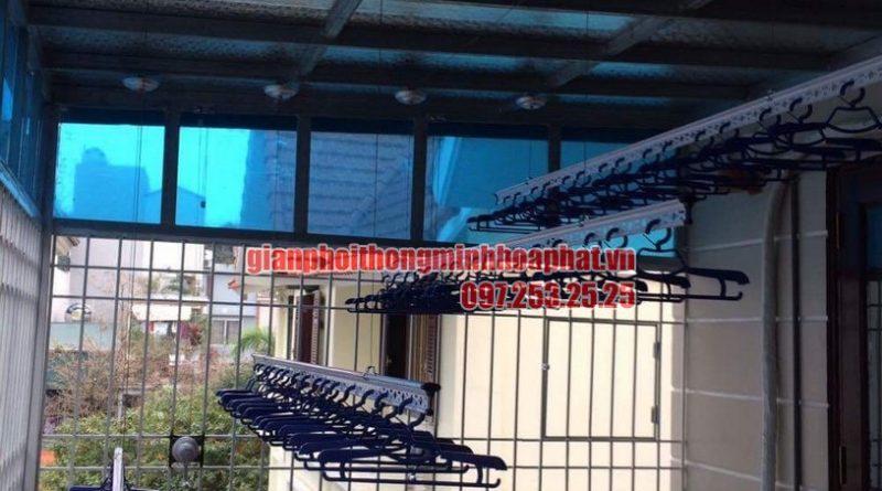 Lắp đặt giàn phơi thông minh trần mái tôn nhà cô Hồng khu biệt thự Văn Quán, Hà Đông