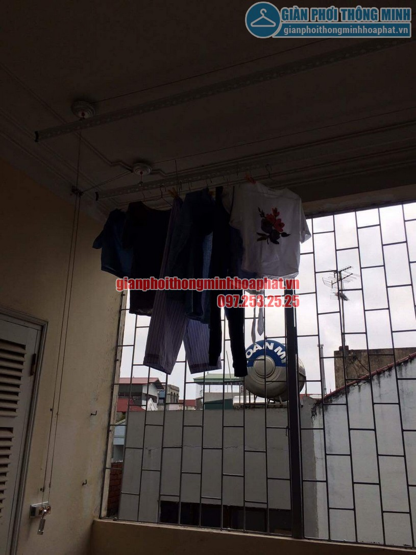 Quần áo đã được anh chị treo lên giàn phơi sau khi lắp đặt hoàn thiện-01