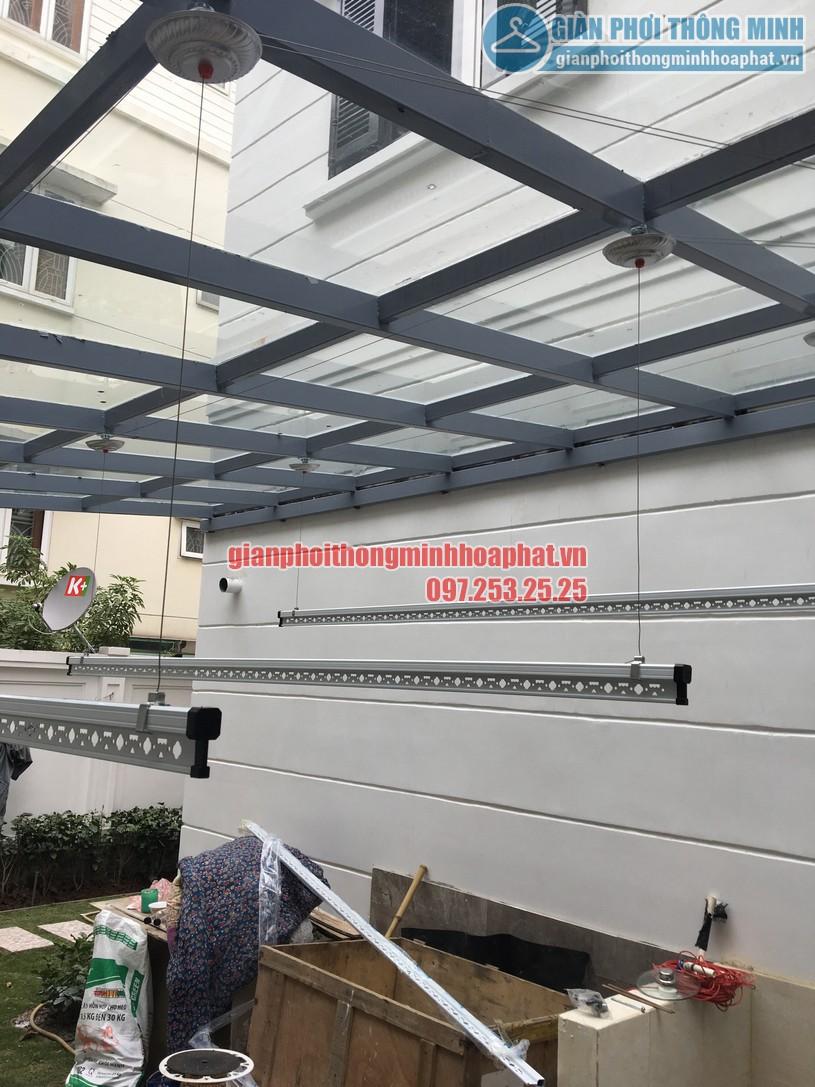 Lắp giàn phơi thông minh trên nền mái kính nhà chị An Nhiên khu đô thị Nghĩa Đô-01