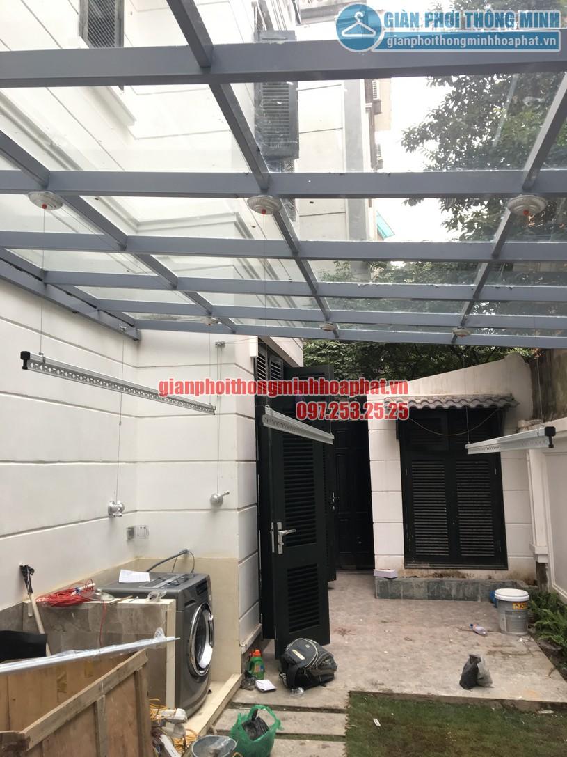 Lắp giàn phơi thông minh trên nền mái kính nhà chị An Nhiên khu đô thị Nghĩa Đô-03