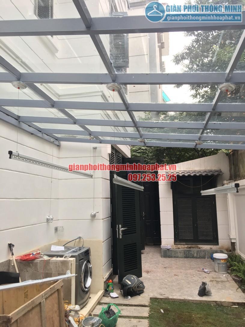 Lắp giàn phơi thông minh trên nền mái kính nhà chị An Nhiên khu đô thị Nghĩa Đô-04