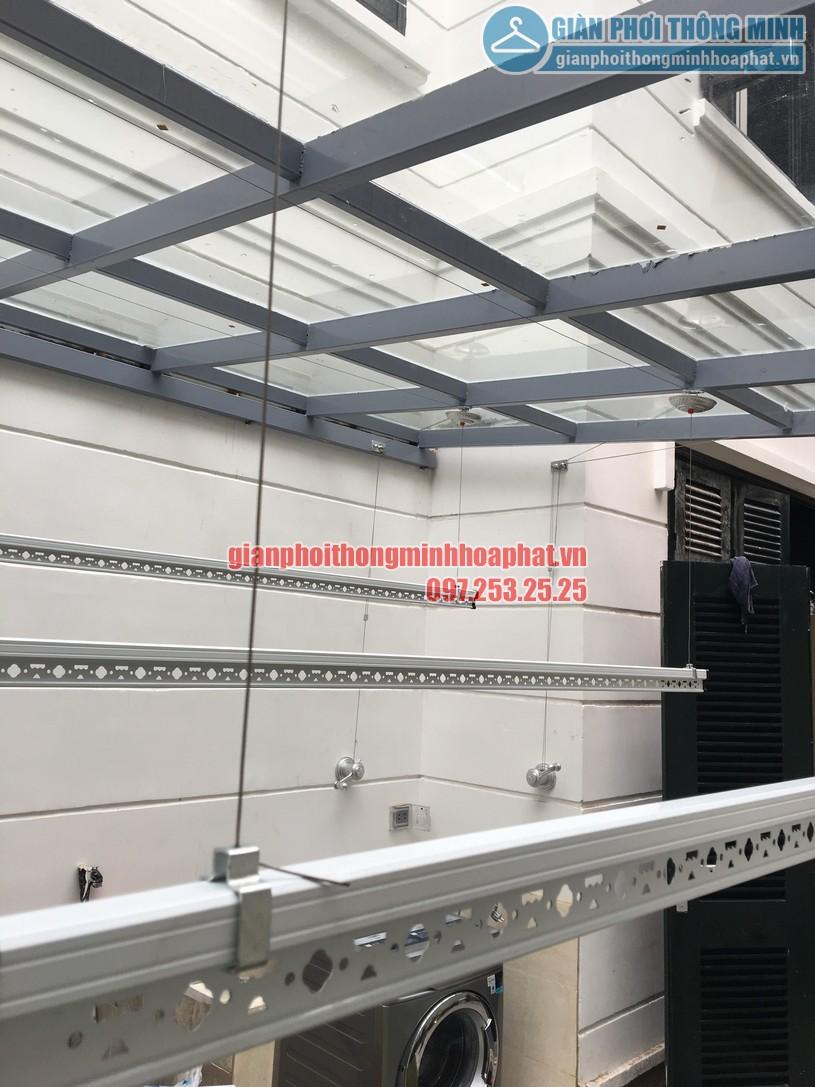 Lắp giàn phơi thông minh trên nền mái kính nhà chị An Nhiên khu đô thị Nghĩa Đô-05