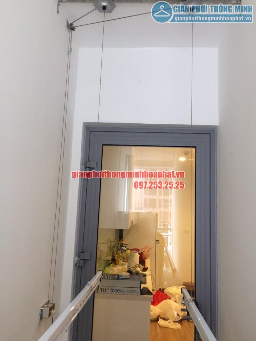 Hai thanh phơi nằm gọn gàng trên tần, nhường lại diện tích cho các vật dụng khác-02