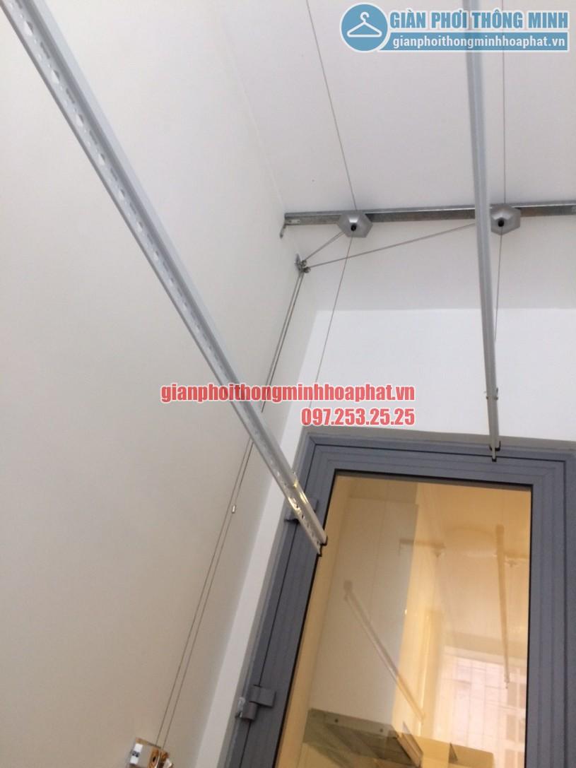 Hai thanh phơi nằm gọn gàng trên tần, nhường lại diện tích cho các vật dụng khác-01