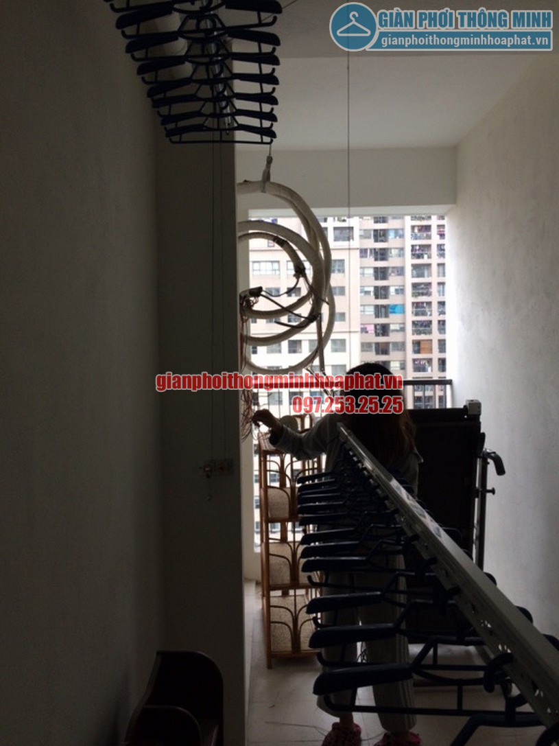 Ngắm loạt ảnh thực tế lắp giàn phơi nhà cô Hà chung cư Complex Ngõ 102, Trường Trinh-05