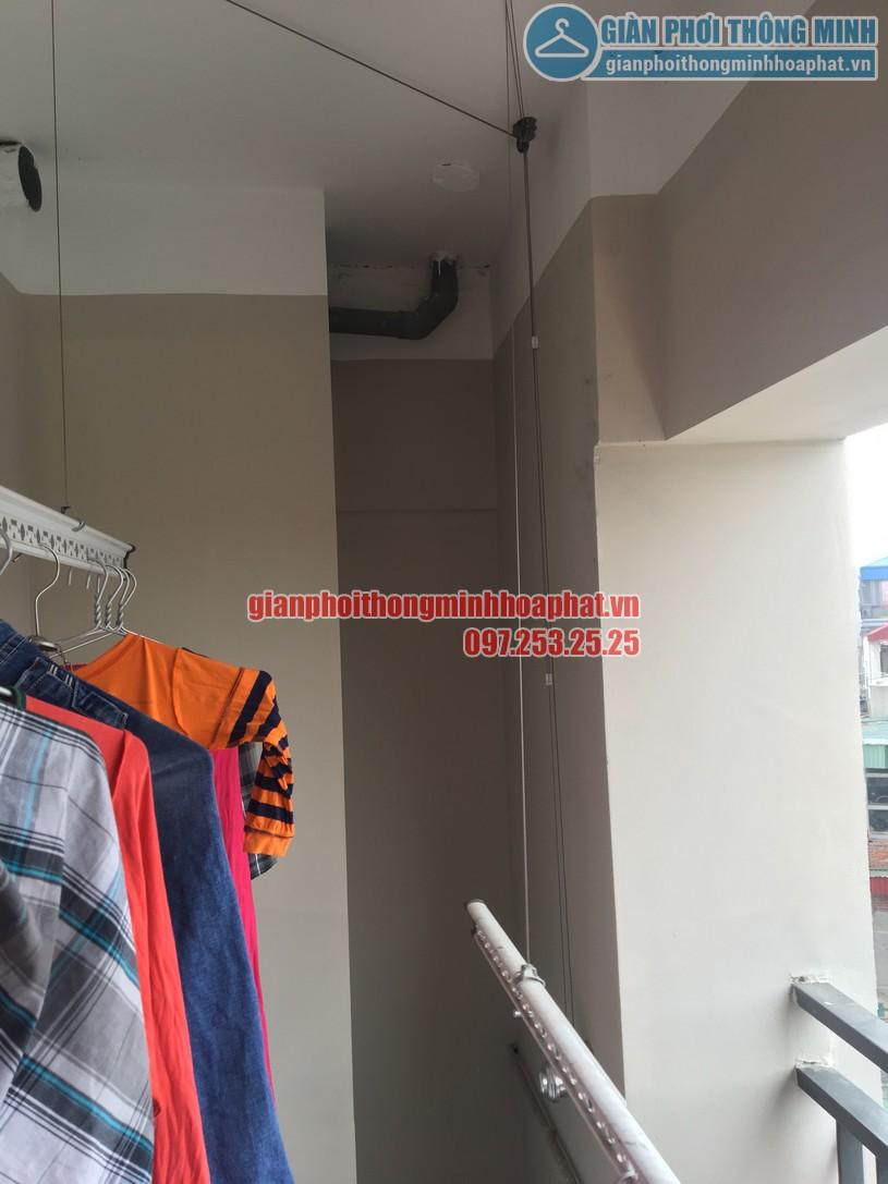 Quần áo đã được treo lên để thử tải trọng lên tới 60kg của giàn phơi HP950-03