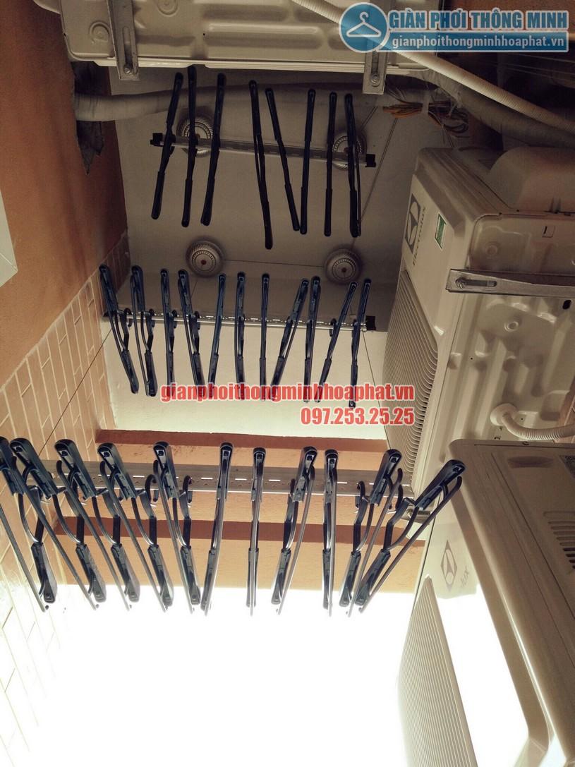 Các thanh phơi được cắt ngắn để vừa diện tích nhỏ hẹp nhà anh Hùng -02