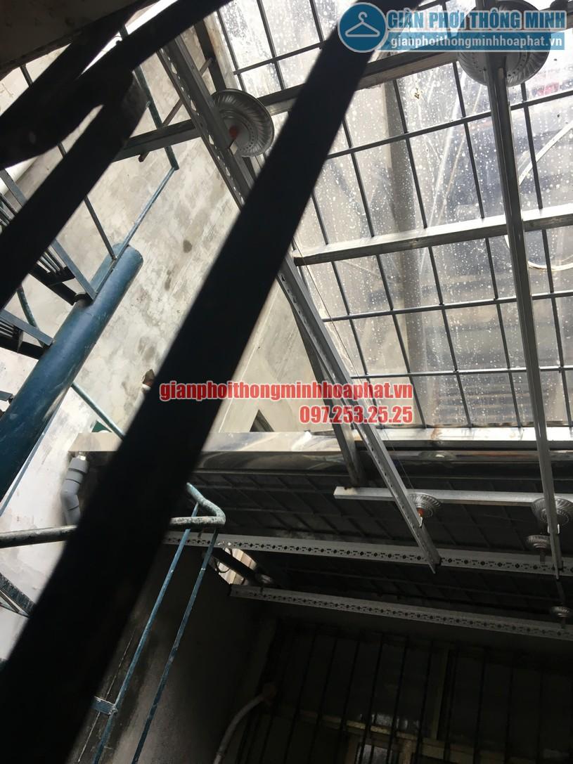 Bộ giàn phơi gắn trần gọn gàng tại không gian nhà anh Hưng-01
