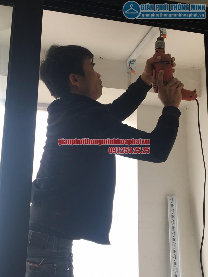 Nhân viên kỹ thuật của chúng tôi đang khoan thêm thanh gia cố trên trần
