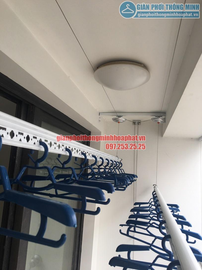 Khi lắp đặt giàn phơi nhà anh Trường được gia cố thêm thanh cố định nhằm gia cố bát phơi-03