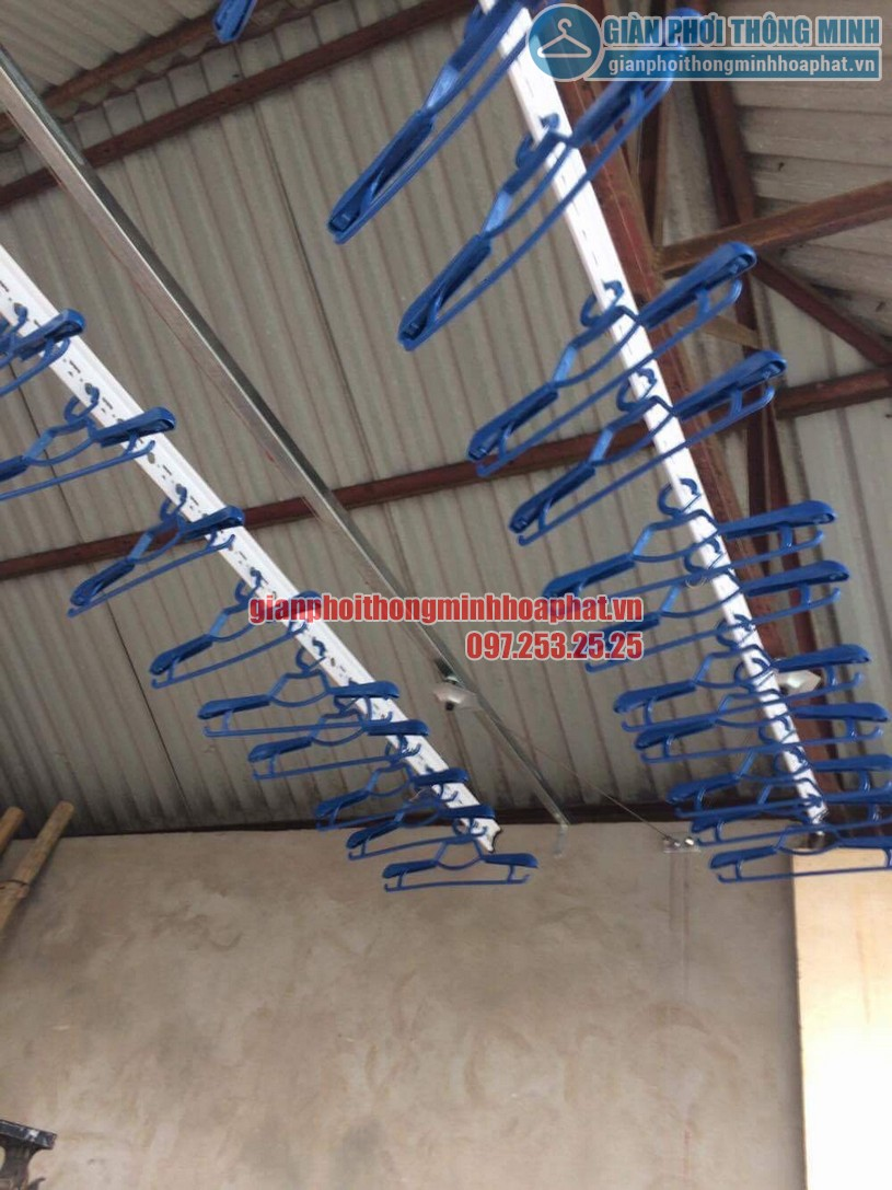 Lắp đặt giàn phơi trên nền trần mái tôn nhà anh Vinh số nhà 7A ngõ 85, Hạ Đình-03