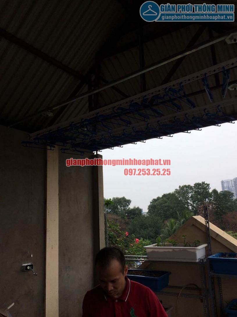 Lắp đặt giàn phơi trên nền trần mái tôn nhà anh Vinh số nhà 7A ngõ 85, Hạ Đình-02