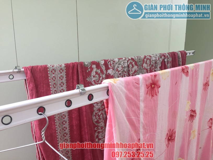 Phơi chăn màn dễ dàng nhờ lắp đặt giàn phơi thông minh nhà anh Quang, Cầu Giấy-02