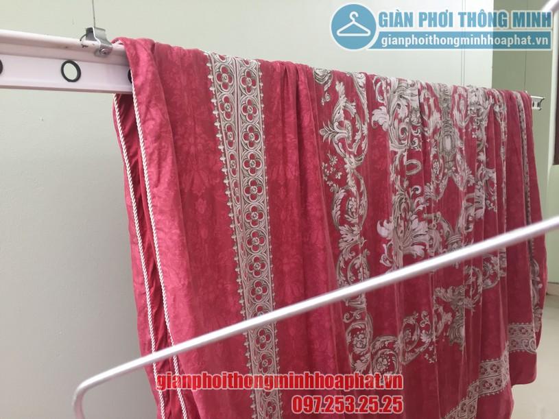 Phơi chăn màn dễ dàng nhờ lắp đặt giàn phơi thông minh nhà anh Quang, Cầu Giấy-01