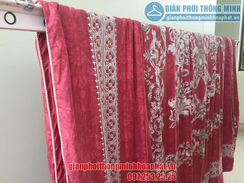 Phơi chăn màn dễ dàng nhờ lắp đặt giàn phơi thông minh nhà anh Quang, Cầu Giấy-04