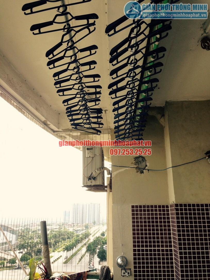 Lắp giàn phơi tại ban công nhà chị Chinh chung cư CT1A, Mỹ Đình 2-06