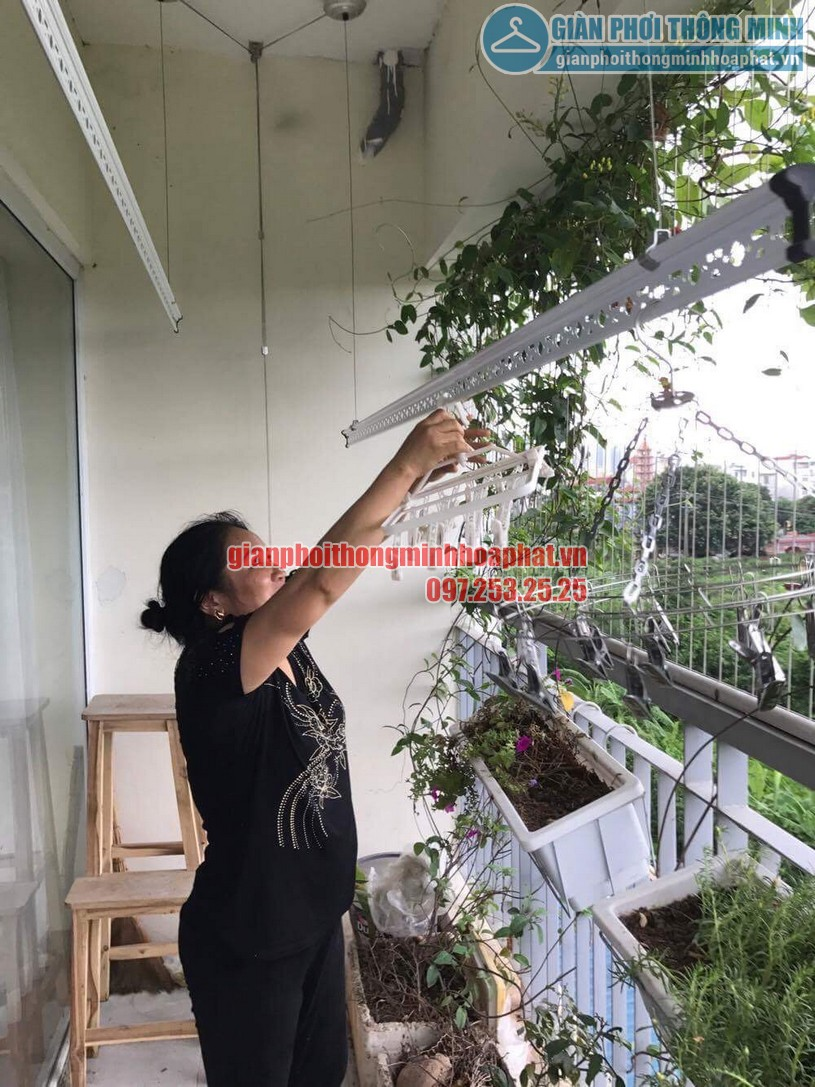 Lắp giàn phơi nhà cô Hương chung cư Viện 103, Văn Quán, Hà Đông- 05