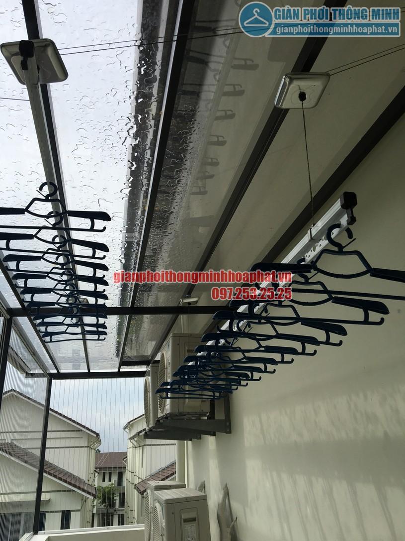 Lắp giàn phơi cho mái kính nhà anh Sáng khu LK32- Vinhomes Thăng Long-08
