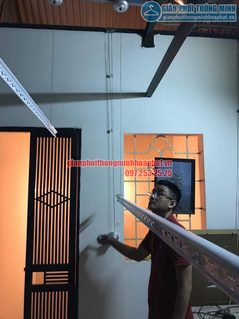 Lắp bộ giàn phơi HP950 tại trần mái tôn nhà anh Trung quận Hai Bà Trưng-07